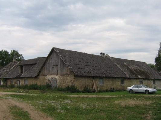 Pada mõisa karjakastell : 16037,vaade põhjast hoonete kirdeopoolsele osale  Autor Anne Kaldam  Kuupäev  31.07.2009