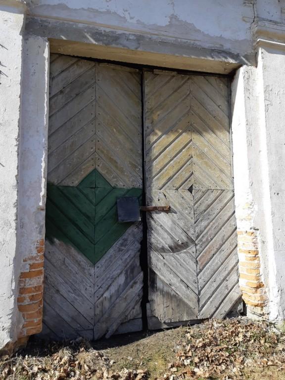 Ervita mõisa aida algupärane värav. Foto: K. Klandorf 02.04.2019.
