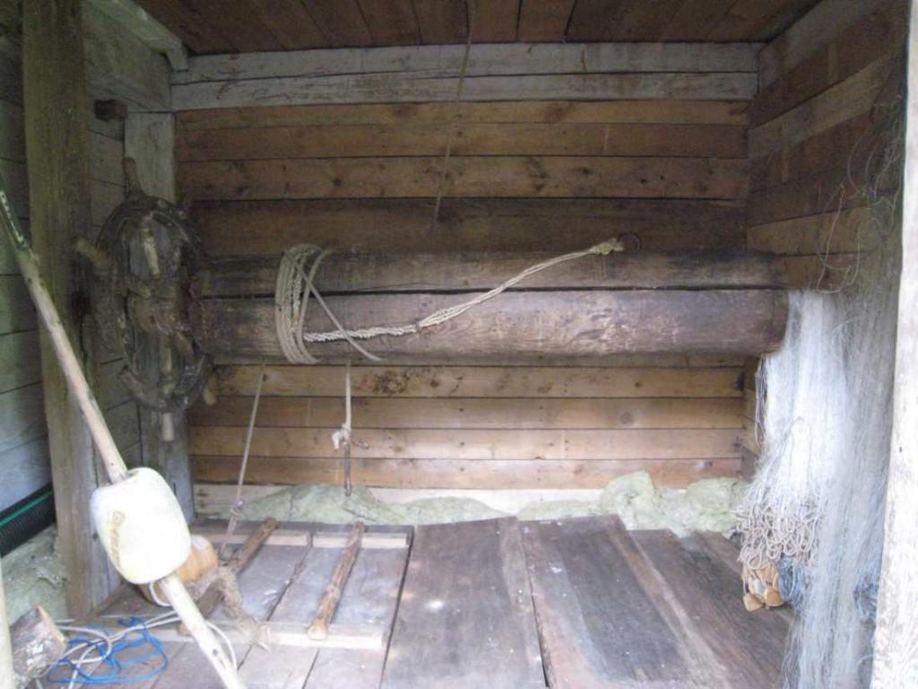 Kaevumaja sisevaade vinnavõlliga. Foto: M.Koppel 2009