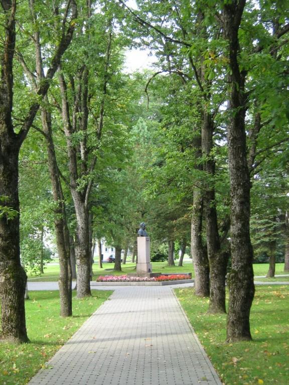 Jakob Liivi monument, reg. nr 5820. Vaade idast. Foto: M.Abel, kuupäev 08.09.2009