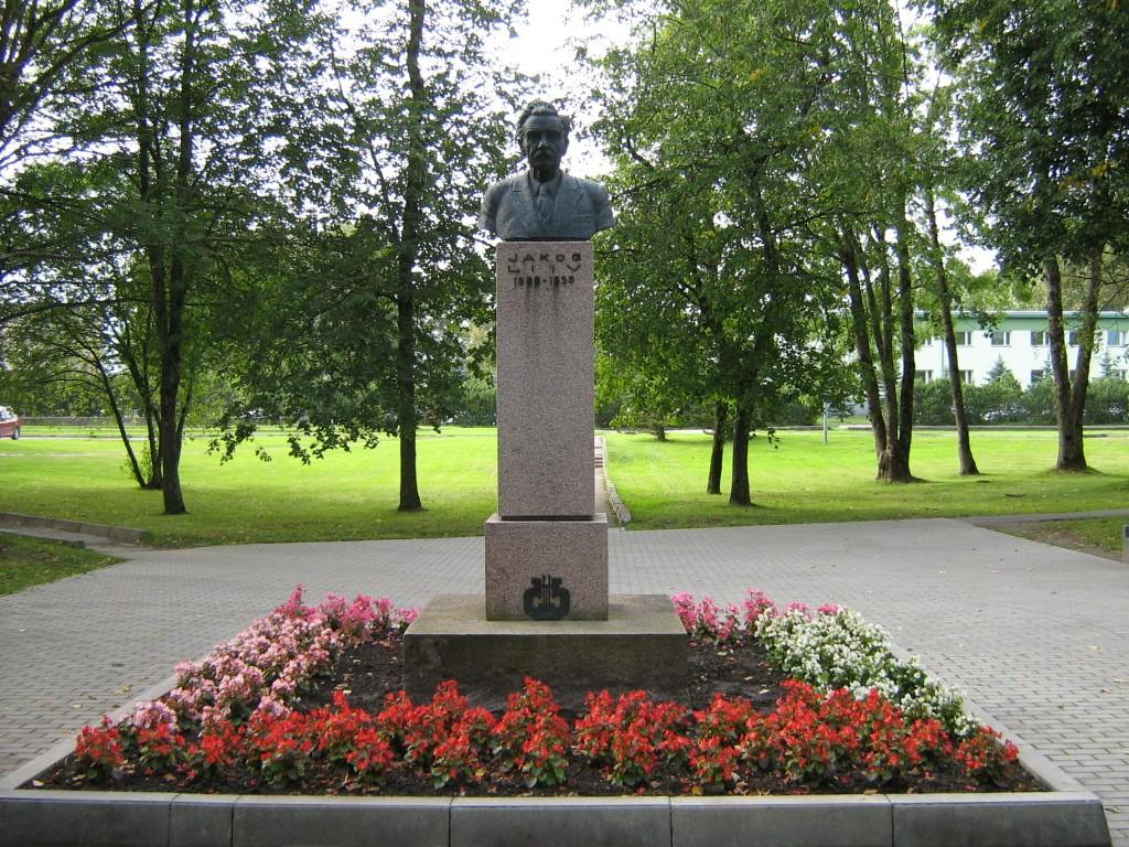 Jakob Liivi monument, reg. nr 5820. Vaade idast monumendile. Foto: M.Abel, kuupäev 08.09.2009