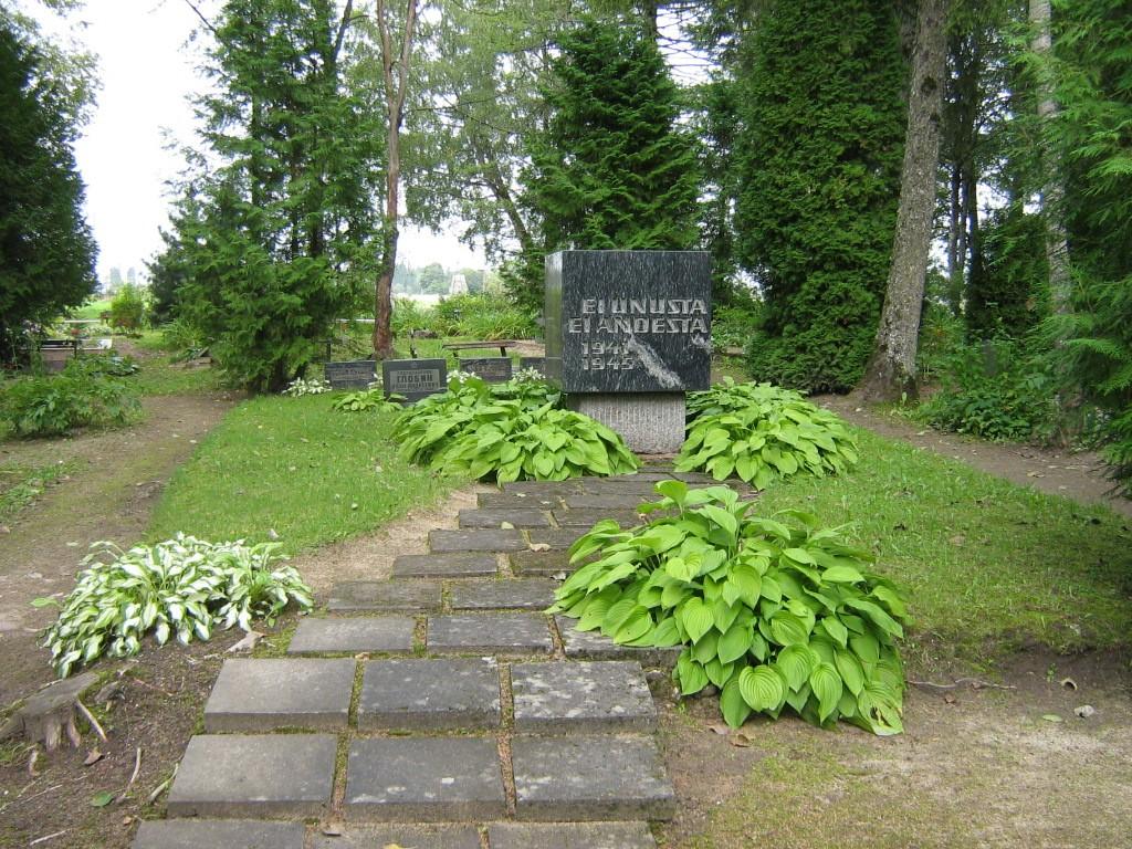 II maailmasõjas hukkunute ühishaud, reg. nr 5816. Vaade läänest. Foto: M.Abel, kuupäev 08.09.2009