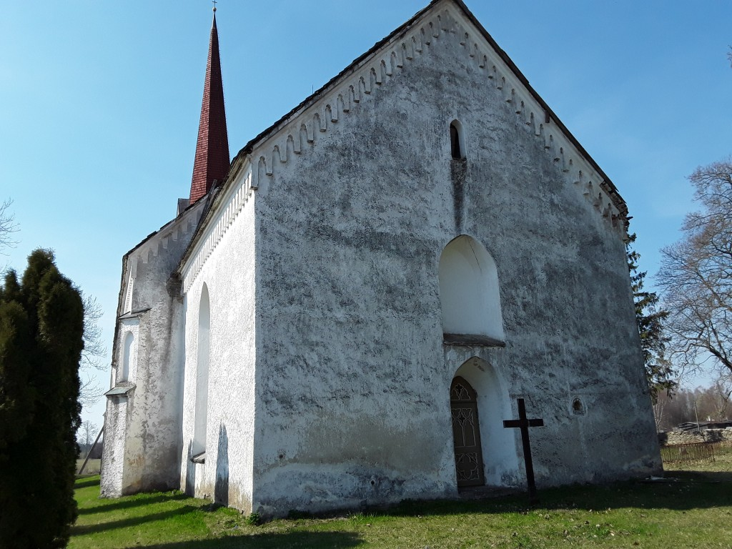 Viru-Jaagupi kirik. Foto: Raili Uustalu 23.04.2019. Vaade kiriku otsaküljele idast.