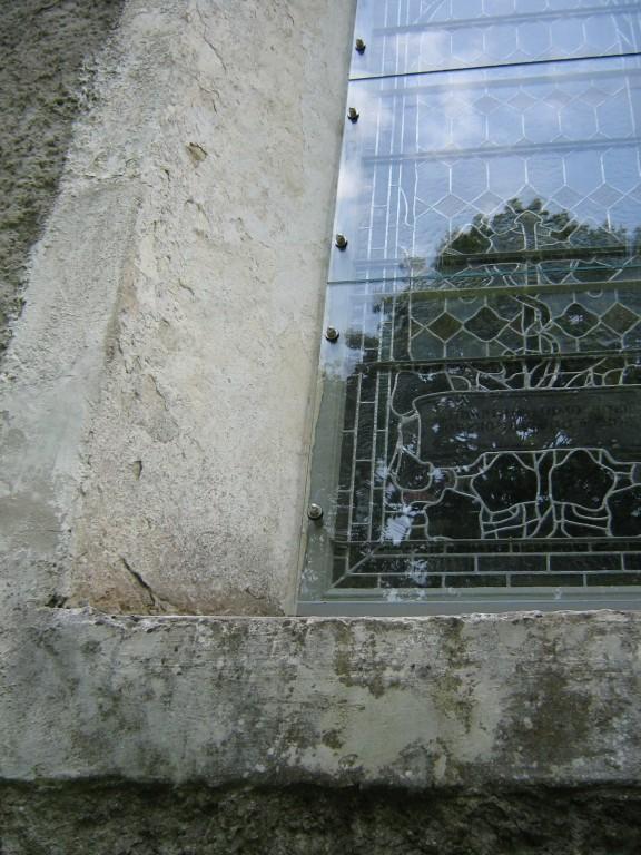Vitraažaken. 19. saj. lõpp (värviline klaas, klaasimaal, tina).Turvaklaasi kinnitus Foto: 02.09.2009