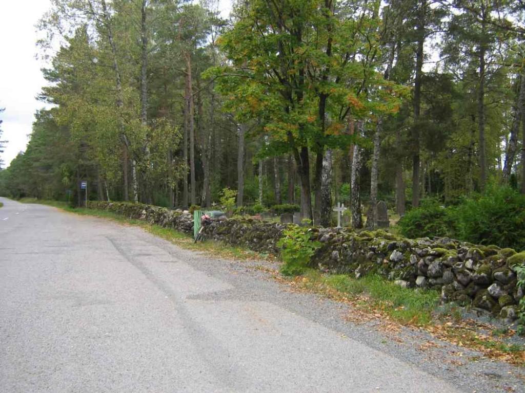 Metsküla kalmsitu üldvaade maanteelt. Foto: M.Koppel, 2009