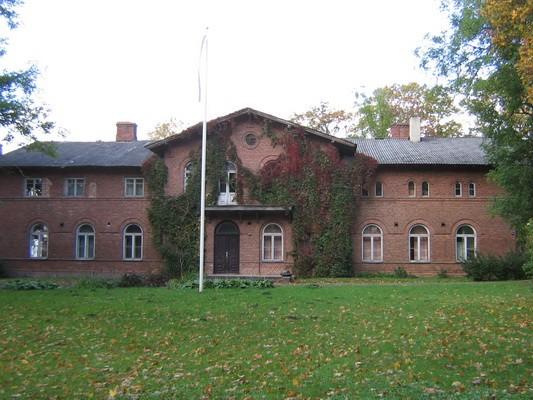 Veltsi mõisa peahoone 15767 vaade idast, peasissepääsule pilt Anne Kaldam  29.09.2009