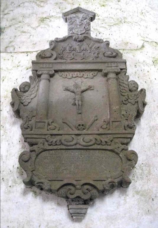 Caspar Bergi ja tema abikaasade epitaaf krutsifiksiga. Umb. 1667 (dolomiit) Foto: S.Simson, 2008