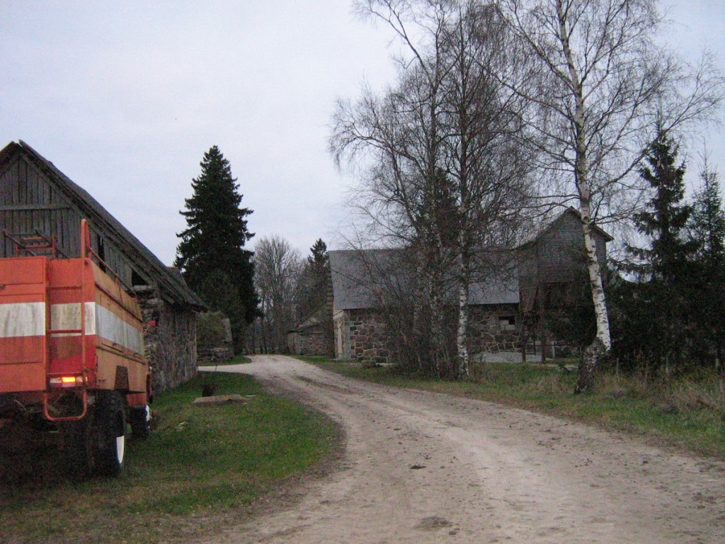 Vaade küla loodeotsast kagu suunas. Foto: Kalli Pets, 04.11.2009.