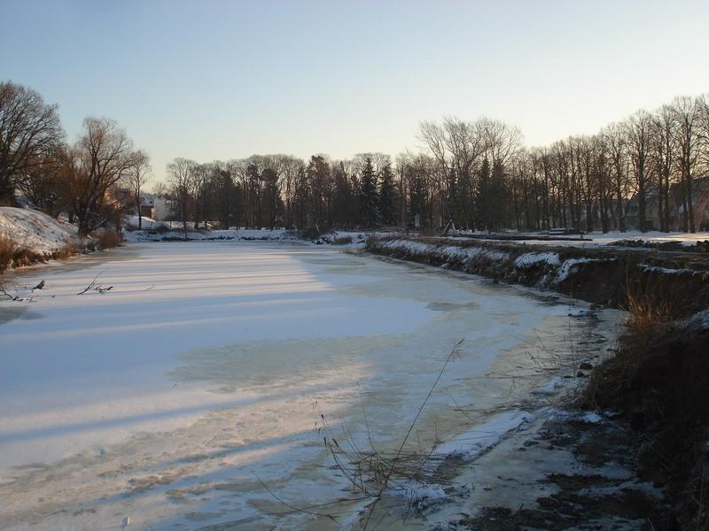 Vaade Pärnu bastionaalvööndile idast Paremal kaldakindlustused Autor Karin Vimberg Kuupäev 18.12.2009.