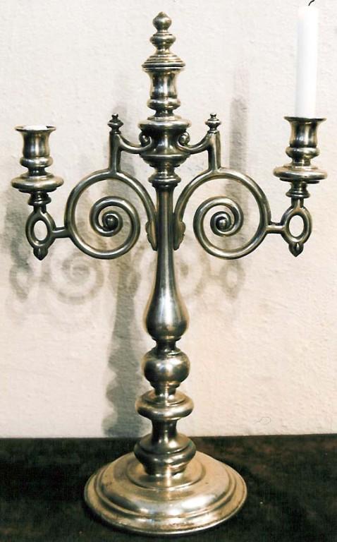 Laualühter (3 tulega). P. Sevrjugin, 19. saj. (vask, hõbetatud). Foto: J. Heinla 2002