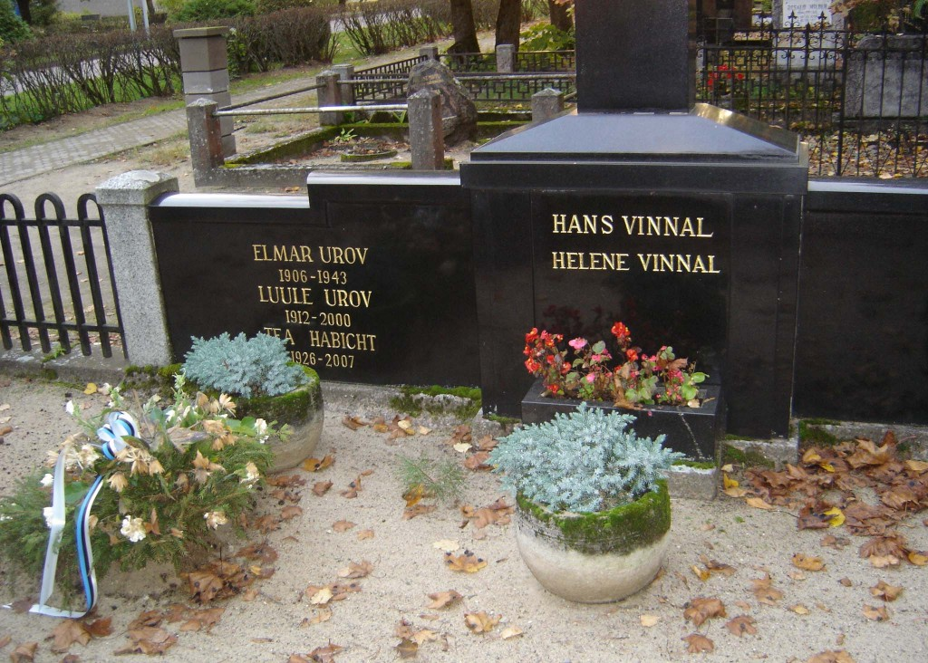 Perekond Vinnali hauamonument. J. Koort, umbes 1933 (graniit). Detailvaade. Sirje Simson 07.10.2007