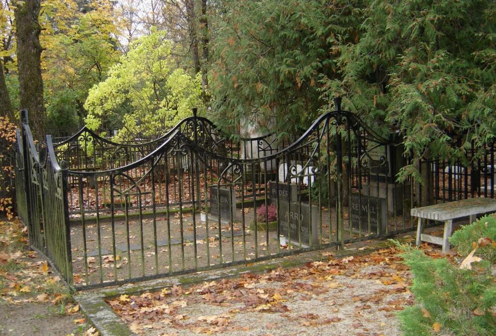 Perekond Reimelti matmispaiga piirdeaed. L. Truberg, 20. saj. I veerand (raud) Foto: Sirje Simson 17.10.2007
