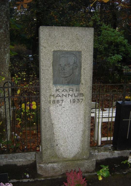 Karl Hannuse hauasammas. R. Haavamägi, 1937 (graniit) Foto: Sirje Simson 07.10.2007
