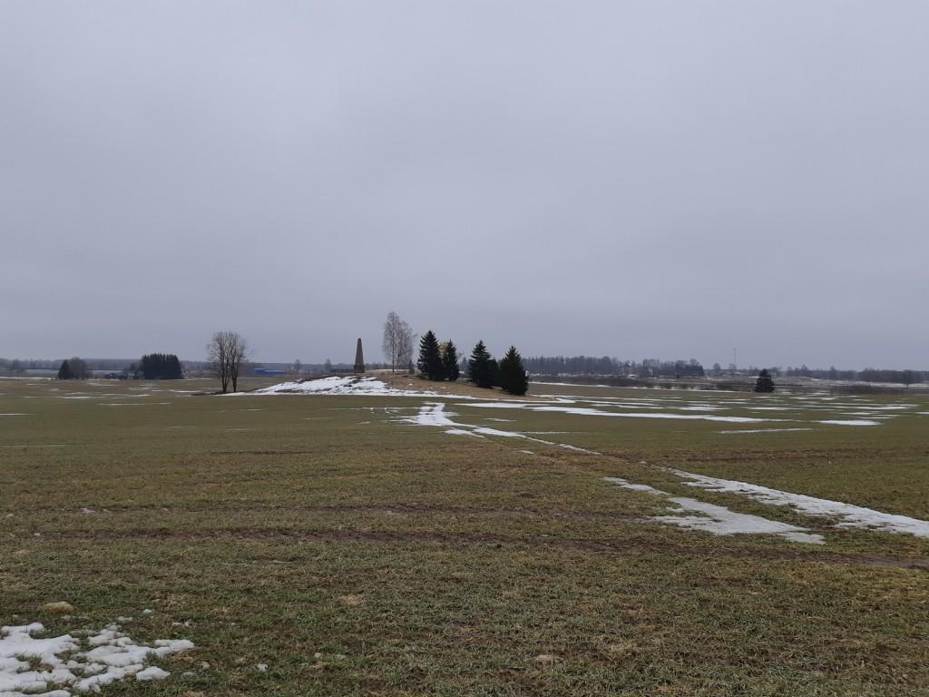 Monumendi vaade läänest. Foto: K. Klandorf 24.03.2021.