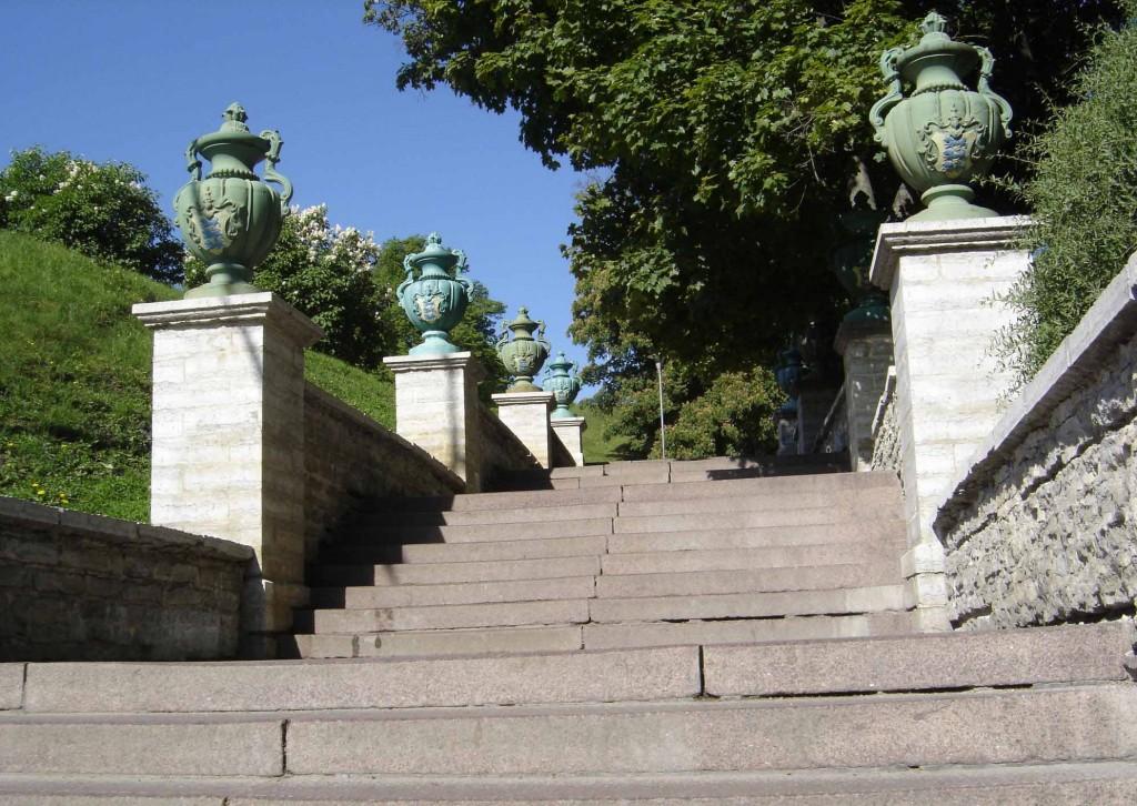Trepistiku kaheksa dekoratiivvaasi. 1885-1887 (malm) Foto: Sirje Simson 12.06.2006