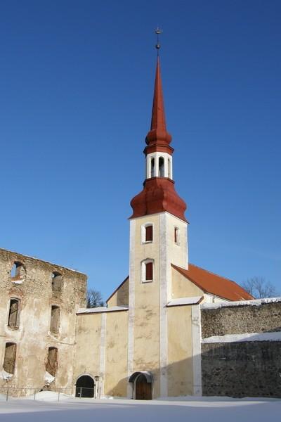 Põltsamaa kirik hoovist. Ü.Jukk, 16.03.2010