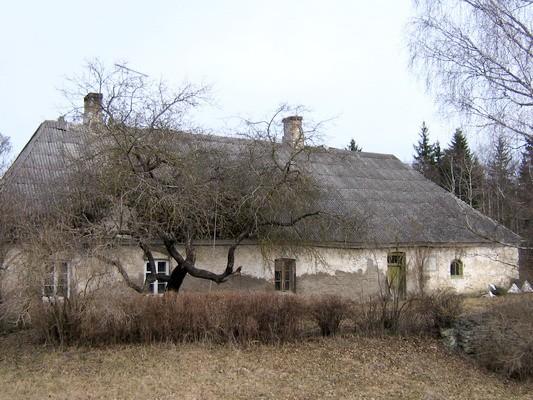 Sõmeru vesiveski 15796 , vaade Tallinn-Narva maanteelt -Sõmeru teeristist- lõunast  autor: Anne Kaldam  aeg: 16.04.2010