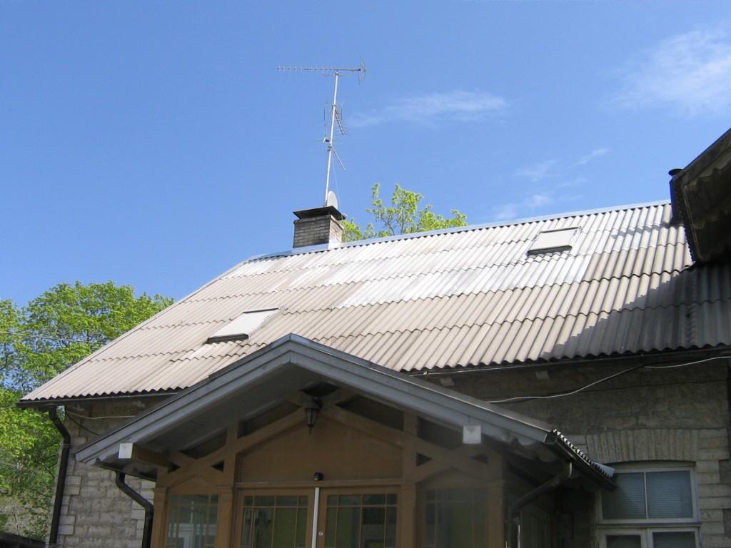 Kunda tsemendivabriku ametnike elamu: vaade õuest- põhjafassaadile, remonditud katus. Autor: Anne Kaldam  Kuupäev  17.05.2010
