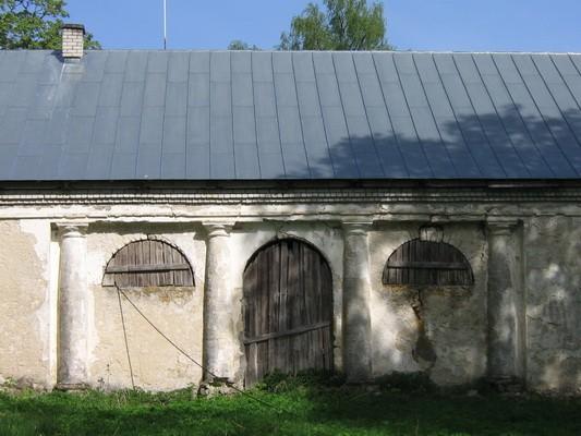 Varangu mõisa ait, 16087, vaade peahoone poolt idast, hoone keskmisele osale. aeg: 19.05.2010 autor Anne Kaldam