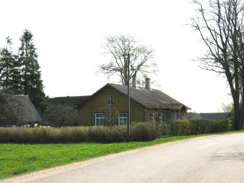 Avispea vallakooli hoone, reg. nr 5814. Vaade läänest. Foto: M.Abel, kuupäev 13.05.2010