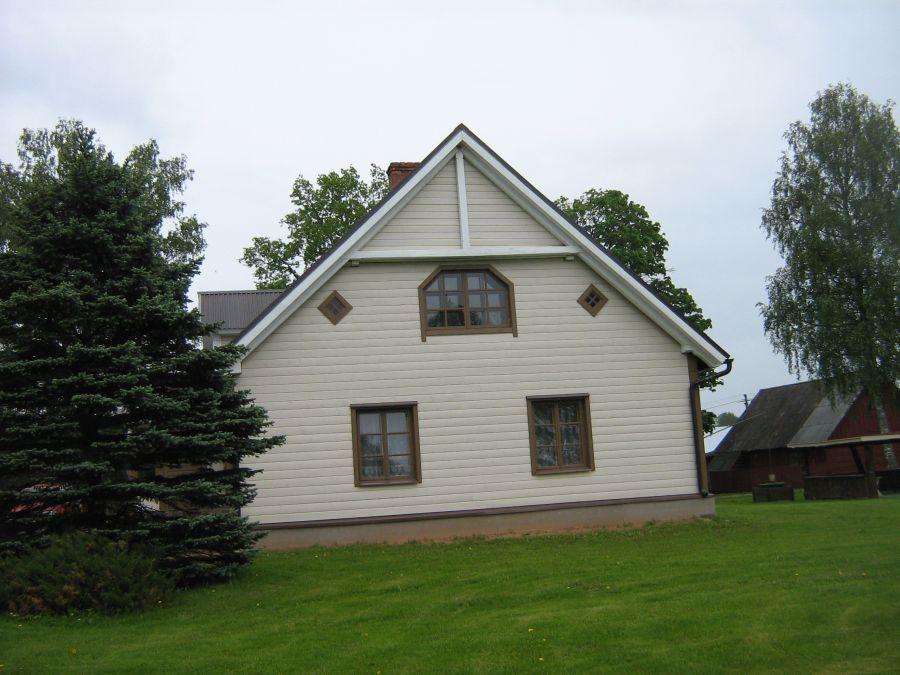 Pöögle külakooli hoone, II k aken oli samuti 6 ruuduga 25-05.2010