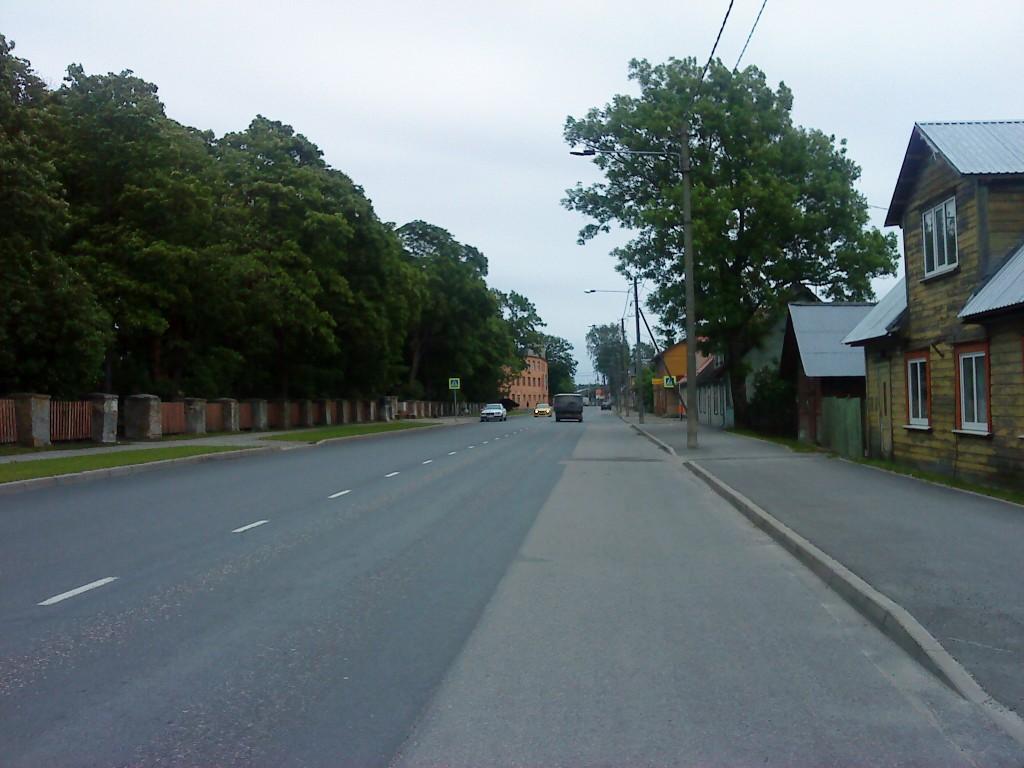 Vaade asulakohal reg nr 11791 Haapsalu mnt-l Uus-Pärnu poole. Foto: Vimberg, 10.06.2010.