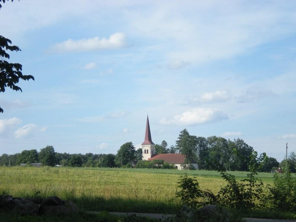 Vaade mõisast Kõpu  kirikule. Foto: Riina Pau, 29.07.2010