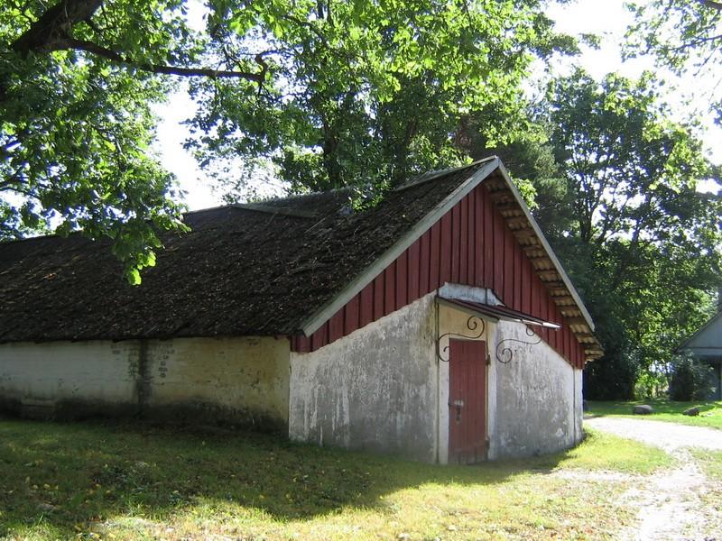 Imastu mõisa kelder 1 reg nr 15786 , vaade peahoone poolt Autor Anne Kaldam Kuupäev  19.08.2010