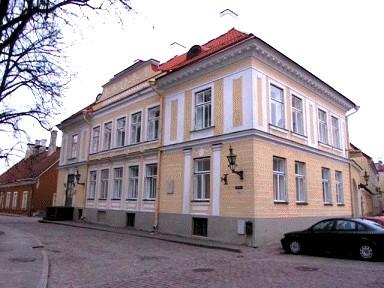 Elamu Kiriku t.2 hooviansambliga, 18.-19.saj.