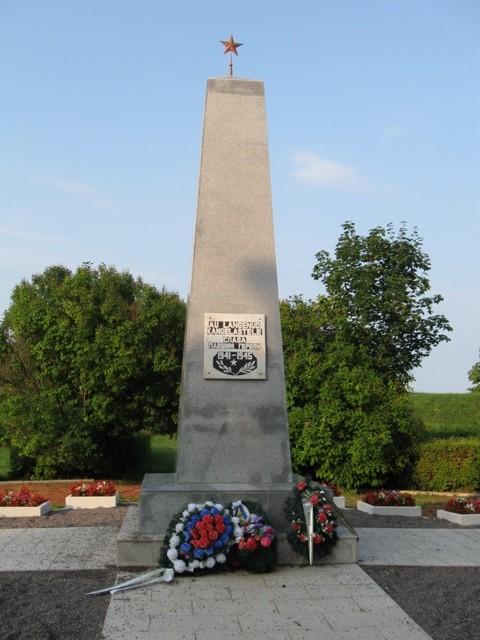 II Maailmasõjas hukkunute ühishaud. Autor Tõnis Taavet, 18.08.2010.
