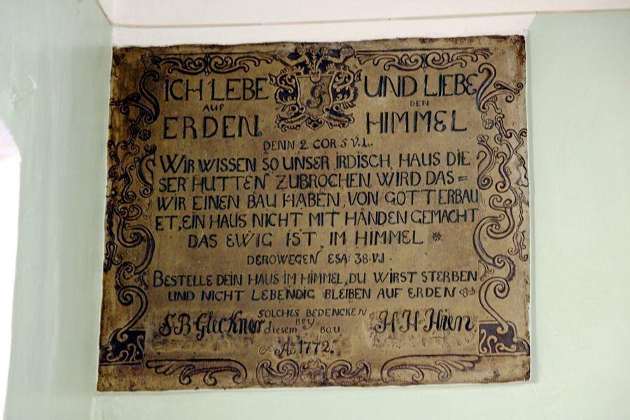 Mälestustahvel Haapsalu vana apteegi siseseinal. Tõnis Padu foto 18. okt 2007