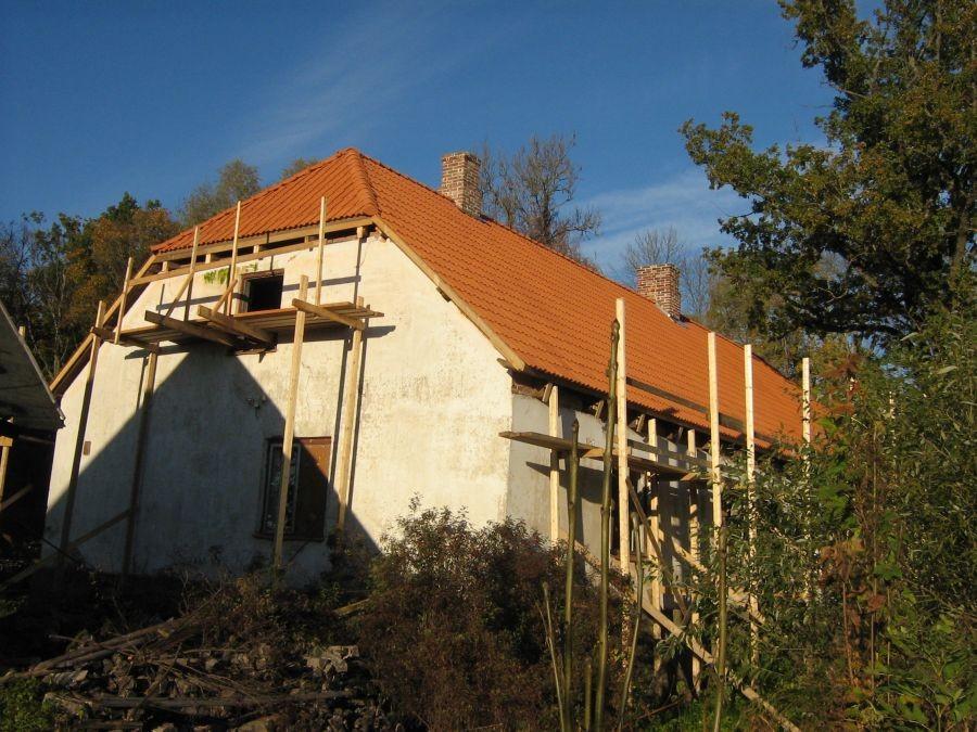 Õisu kõrtsi katuse restaureerimine Foto Anne Kivi 05.05.2010