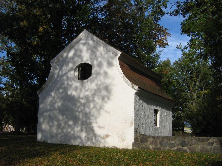 Kolga-Jaani kirikuaia kabel, vaade kagust 05.10.10, Anne Kivi