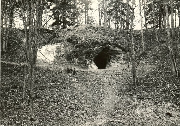 Pelgupaik. Foto: M. Pakler, 1979.