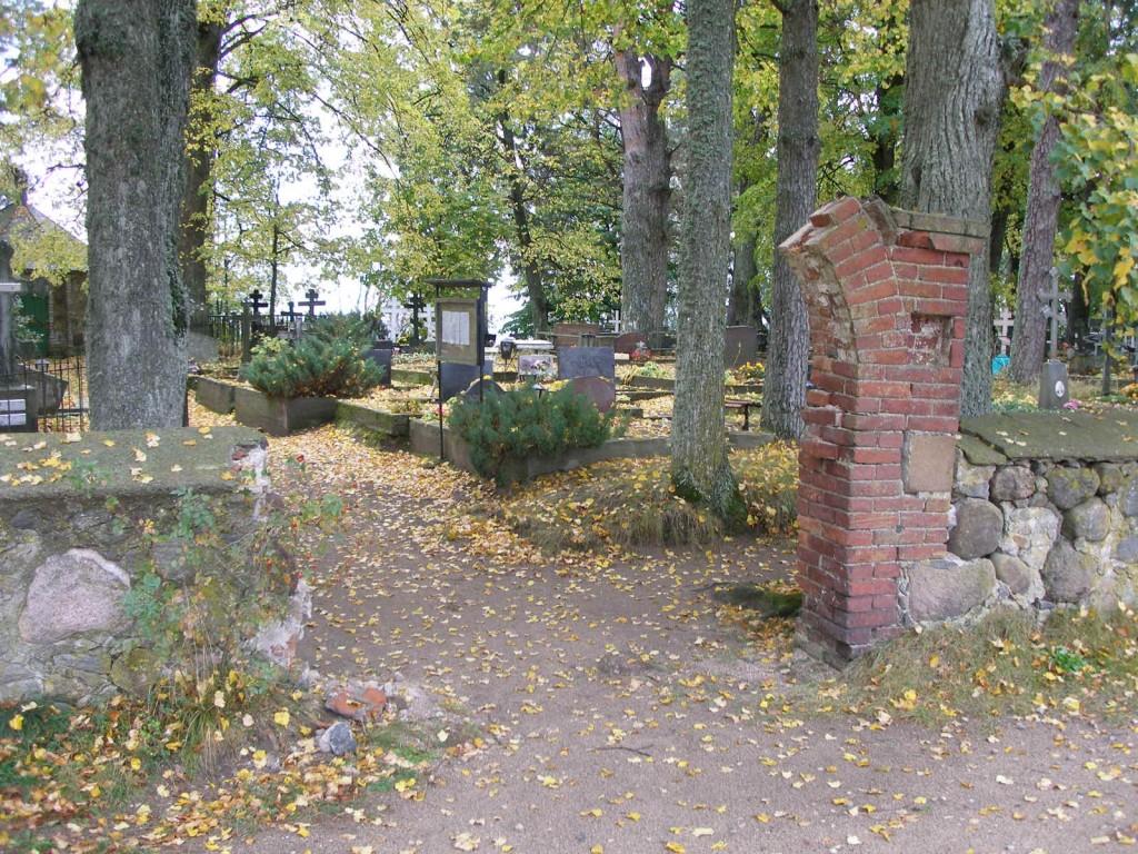 Autoõnnetuses purunenud väravaehitis  Ülle Jukk  30.09.2005