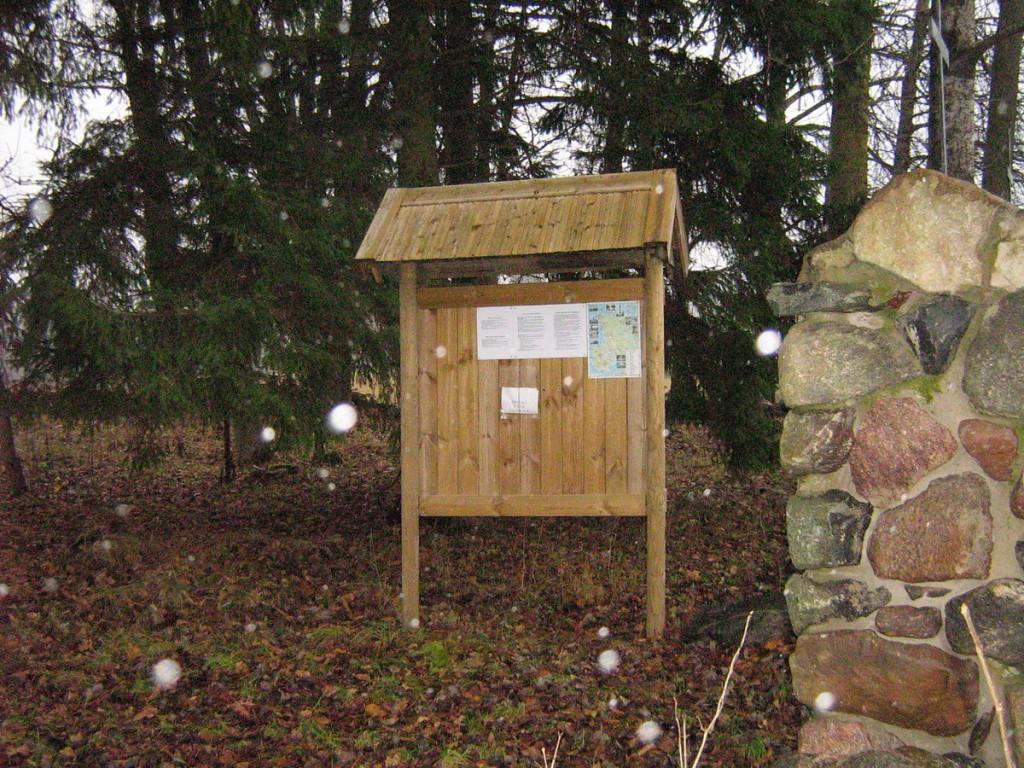 Hiljuti paigaldatud infostend Kalli Pets 11.11.2010