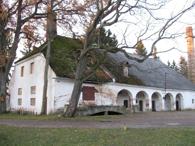 Väimela mõisa riistakuur, 19 saj. II pool. Foto Tõnis Taavet, 26.10.2010.