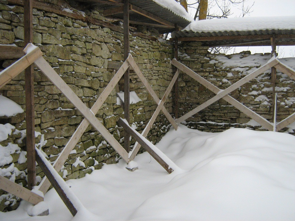 Konserveeriva katusega müürid. Foto: Mihkel Koppel. 14.12.2010
