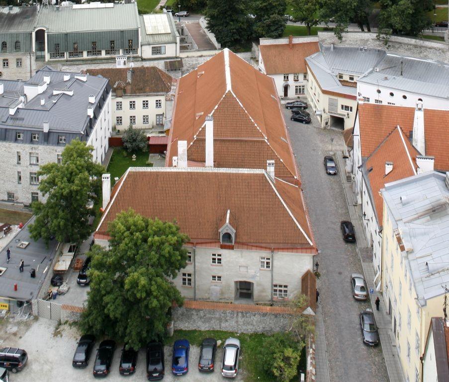 Vaade Rootsi-Mihkli kirikule Niguliste kiriku tornist. Foto: Arne Maasik 2009