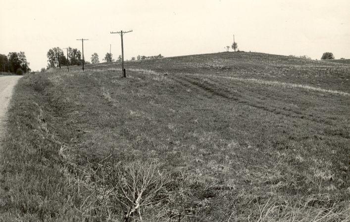 Maa-alune kalmistu - kirdest. Foto: M. Pakler, 13.05.1986.