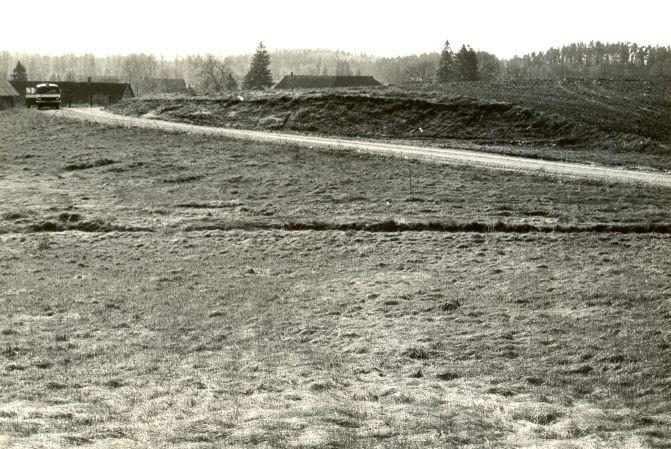 Maa-alune kalmistu - loodest. Foto: E. Väljal, 06.05.1986.