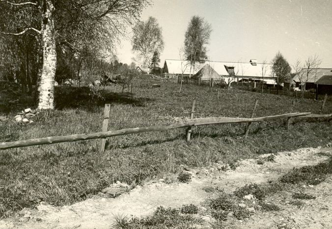 Asulakoht - lõunast. Foto: E. Väljal, 15.05.1985.
