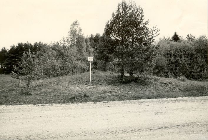 Maa-alune kalmistu - lõunast. Foto: M. Pakler, 13.05.1986.