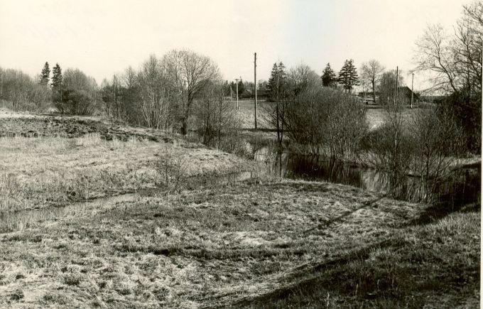 Asulakoht - loodest. Foto: E. Väljal, 05.05.1986.