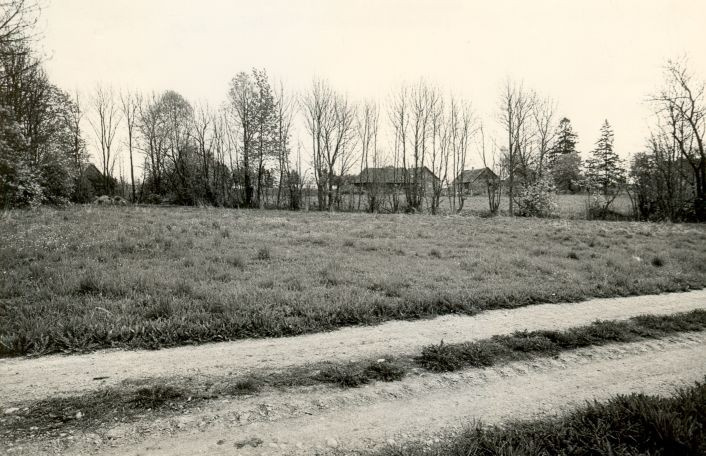 Härjanurme asulakoht - läänest. Foto: M. Pakler, 12.05.1986.