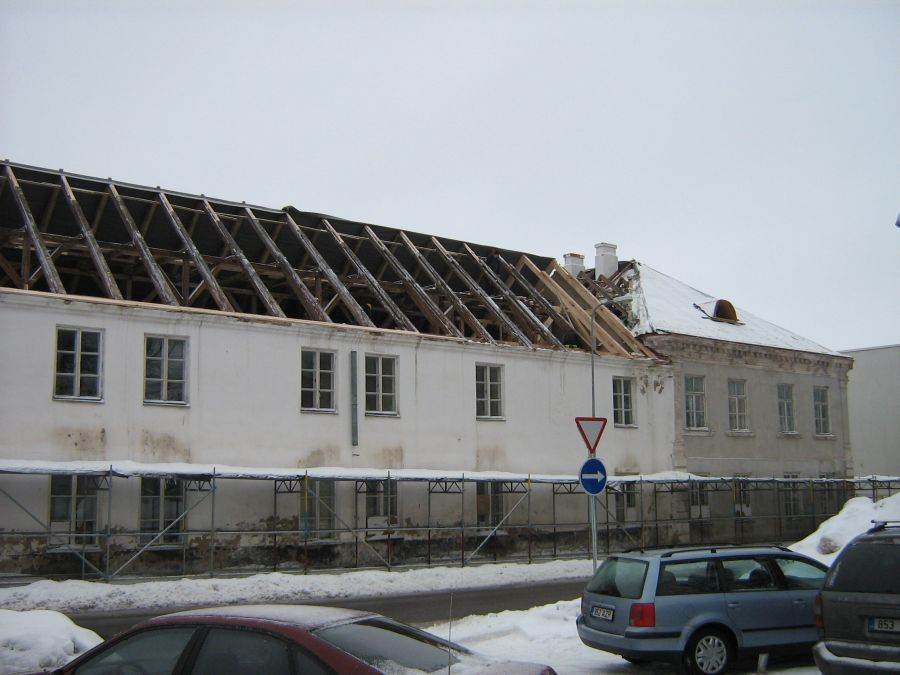 katuse vahetus Jakobsoni tn. tiival Foto Anne Kivi 09.02.2011