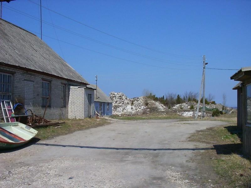Vaade eemalt juurdesõiduteelt Autor Kalli Pets  Kuupäev  04.05.2006