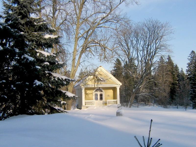 Vihula mõisa kohvimaja : 15960 vaade lõunast peahoone eest   Autor ANNE KALDAM  Kuupäev  22.02.2011