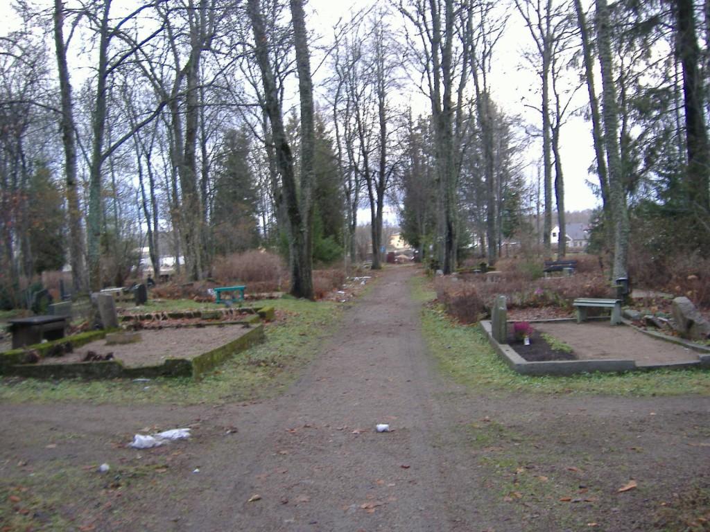 Vaade Jüri kalmistu käiguteedele  Autor Ly Renter  Kuupäev  15.11.2006