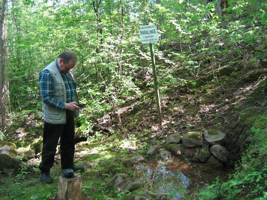Kalle Lange ohvriallika koordinaate määramas. Foto: A. Kivi, 20.05.2010.